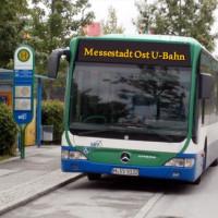 Her mit dem Expressbus zur Messe-Ost!