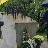 Bild vom Mahnmal zum Gedenken an die Opfer des Flüchtlingstransports vom 27.04.1945