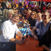 Wie Ihr sehen könnt, wir freuen uns wirklich! OK, das gute Essen am Streetfoodfestival hat auch seinen Anteil daran ...