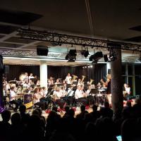 """Die Musikkapelle Poing """"rockt"""" die Bühne ..."""